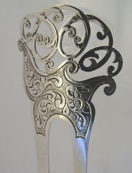 Am I the only one who thinks hair combs should come back into fashion? Am I the only one who thinks hair combs should come back into fashion? Victorian Jewelry, Antique Jewelry, Vintage Jewelry, Silver Jewelry, Vintage Hair Combs, Vintage Hair Accessories, Art Nouveau, Vintage Silver, Antique Silver