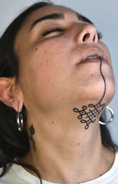 20 Under The Chin Tattoos You Didn't Know You Needed To Boost Your Confidenc…,Unique Tattoos · Ink Your Life 20 tattoos under your chin You did not know what you needed to boost your self-confidence Like: Head Tattoos, Body Art Tattoos, Sleeve Tattoos, White Ink Tattoos, Throat Tattoo, Tattoo Neck, Tattoo On Face, Cool Face Tattoos, Face Tattoos For Women