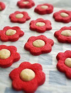 Galletas Flor. http://frivolidadesdelkioscodelparque.blogspot.com.es/2013/01/galletas-flor.html?m=1