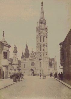 Holy Trinity Square and the Matthias Church In the Buda Castle, Budapest, Old Pictures, Old Photos, Vintage Photos, Most Beautiful Cities, Beautiful Buildings, Capital Of Hungary, Buda Castle, Austro Hungarian, Christian Church