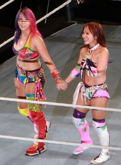 Asuka and Kairi Sa Kana Wrestler, Wwe Female Wrestlers, Wrestling Divas, Women's Wrestling, Divas Wwe, Wwe Sasha Banks, Wwe Pictures, Wwe Girls, Wwe Womens