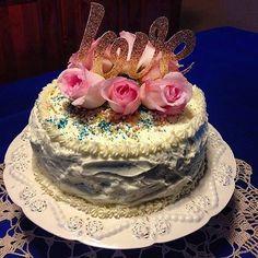 Some FriYay #love ! . . . . . #caketopper #caketoppers #cupcaketopper #cupcaketoppers #customcaketopper #cake #cakestagram  #love #inspiration #topper #toppers #cupcakestagram #cakesofinstagram #cupcake #celebration #bride #partysupply #birthday #wedding #baptism #etsy #cutsofconfetti #babyshower #christening #genderreveal  #girl #boy #glittertopper #engaged #anniversary