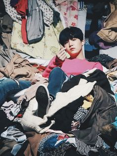 슈가 This is legit how mah room is I'm too lazy to do laundry -_-
