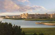 Hilton Santa Fe Buffalo Thunder Santa Fe (New Mexico) Featuring first-class amenities and facilities, Hilton Santa Fe Buffalo Thunder boasts a full-service spa, a spacious casino gambling area and over 9 different on-site dining options as well as modern guestrooms.