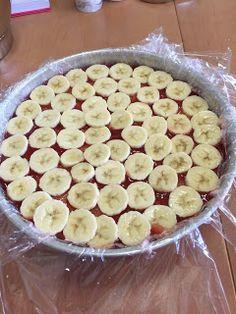 Mansikkamoussekakku on eräs ihanimmista täytekakuista. Meillä sitä on tehty muutaman vuoden ajan kaikkiin juhliin - ja se maistuu aina y... Food And Drink, Pie, Desserts, Torte, Tailgate Desserts, Cake, Deserts, Fruit Cakes, Pies