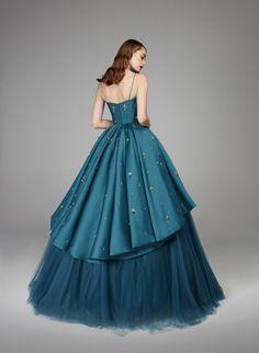 #SapphireSpells #opulent #double-sided #teal #taffeta #luxurious #ballgown #boned #corset #fitted #structured #defined #neckline #straps #volume #skirt #pleated #gradual #hemline #cascading #dramatic #jupon #teal #tulle #sparkling #tear-drop #sapphire #crystals #silver #gemstones #baroque #floral #motifs #hand-sewn #glamour #glamorous #fashion #design #autumnwinter #2018 #eveningwear #hamdaalfahim
