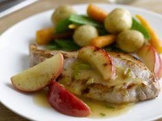 Schweinekarrees mit Äpfeln und Gemüse ist ein Rezept mit frischen Zutaten aus der Kategorie Schwein. Probieren Sie dieses und weitere Rezepte von EAT SMARTER!