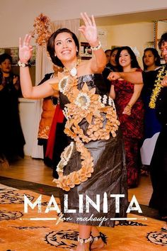 Beautiful Tongan Bride performing her last Tau'olunga Tongan Culture, Polynesian Culture, Polynesian Dance, Polynesian Designs, Island Wear, Island Outfit, Tongan Wedding, Tapas, Pacific Girls