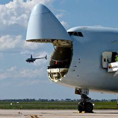 HUGE AIR FORCE TRANSPORT OPENS NOSE AND HELICOPTER FLIES OUT!