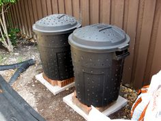 DIY - Build Your Own Compost Bin! This is a great and green way for gardening! #garden