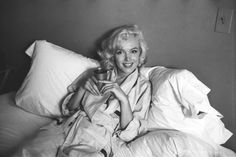 Maple Harbour & Marilyn Monroe wish you a happy Friday! For more of Marilyn, read yesterday's blog post: http://mapleharbour.ca/lifestyle/en/2015/10/the-best-old-movies-to-watch-in-bed/?utm_source=pinterest&utm_medium=pin&utm_campaign=9-oct-2015