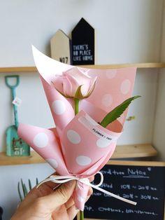 Single Flower Bouquet, Flower Bouquet Diy, Bouquet Box, Bouquet Wrap, Gift Bouquet, Hand Bouquet, Beautiful Flower Arrangements, Floral Arrangements, Beautiful Flowers