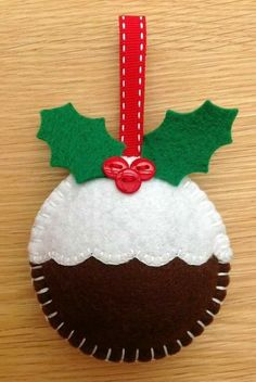 Weihnachtspudding Dekoration - New Ideas Christmas Makes, Christmas Art, Christmas Projects, Felt Projects, Felt Christmas Decorations, Felt Christmas Ornaments, Diy Ornaments, Beaded Ornaments, Handmade Christmas Gifts