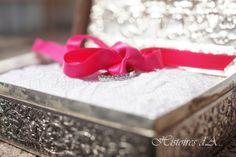 Alliances dans une jolie boite photographe mariage ile de france http://histoires.d.aline.free.fr/