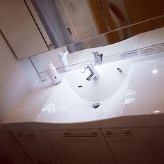 Bathroom,洗面所,白,シンプル,モノトーン,ホワイトインテリア,ホワイト,三面鏡,シンプルライフ,お掃除,白が好き,シンプルにしたい,中古マンション,サンゲツ壁紙,リセット,モノトーンに憧れて,シンプル 白,ホワイト大好き,中古マンションリノベーション,モザイクタイル風壁紙,マンションライフ,中古マンションリフォーム,物を置かない様にしたい!! yuriの部屋 Sink, Bathtub, Bathroom, Home Decor, Sink Tops, Standing Bath, Washroom, Vessel Sink, Bath Tub