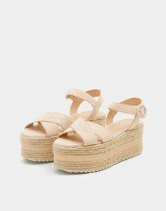 Sandale cu platformă și barete încrucișate - PULL&BEAR