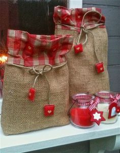 Idea for handmade gift bags using extra burlap Burlap Projects, Burlap Crafts, Christmas Projects, Holiday Crafts, Christmas Sewing, Christmas Wrapping, Christmas Crafts, Christmas Bags, Burlap Christmas
