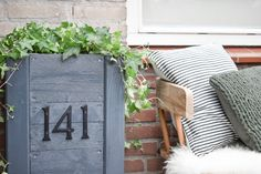 DIY hoge plantenbak met huisnummer