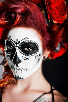 Sugar skull makeup- gonna take a stab at this for Halloween! Maquillaje Sugar Skull, Maquillaje Halloween, Sugar Skull Girl, Sugar Skull Makeup, Sugar Skulls, Red Hair Flower, Flowers In Hair, Day Of Dead, Halloween Make Up