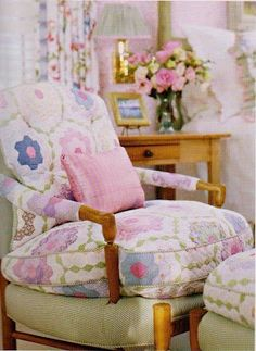 Eye For Design: Decorate With Quilts For Cottage Style Interiors Perfect use of China quilts.use as cutter quilt and upholster chair cushion Shabby Chic Cottage, Cozy Cottage, Cottage Style, Romantic Cottage, Patchwork Chair, Old Quilts, Relax, Upholstered Furniture, Pink Furniture