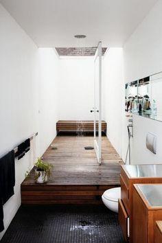 badezimmer regendusche gestalten holz boden schmaler raum
