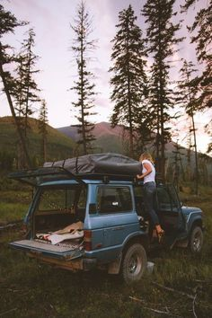 Are you looking for a fun and inexpensive way to go on a vacation? You should consider going on a camping trip. Read this article for some useful camping tips Adventure Time, Adventure Is Out There, Adventure Travel, The Places Youll Go, Places To Visit, Voyager C'est Vivre, Auto Girls, Auto Retro, Blog Voyage
