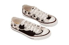DIY silver painted | DIY shoes ideas - Hand painted sneakers with black kitten silhouettes