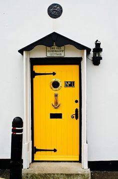 yellow and black nautical front door Cool Doors, Unique Doors, Knobs And Knockers, Door Knobs, Yellow Front Doors, Shut The Door, Door Entryway, Mellow Yellow, Yellow Black