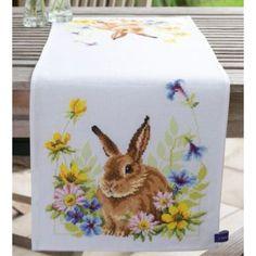 Stickpackung Tischläufer Hase im Blumenbeet, gezählter Kreu