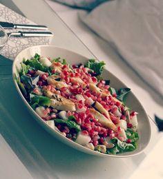 Salad made of lettuce, honeydew, fried halloum cheese, pomegrade, cashews and roasted sunflower seeds.