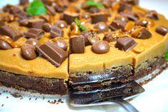 Salted Caramel Kladdkaka - Victorias provkök Baking Recipes, Cake Recipes, Dessert Recipes, Caramel Waffles, Grandma Cookies, White Chocolate Fudge, Swedish Recipes, Sweet Pastries, Little Cakes