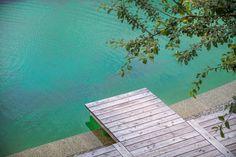 Lust auf einen Sprung ins kühle Wasser? Bei einem Urlaub im Loft von Golden Hill Country Chalets & Suites jederzeit möglich ...