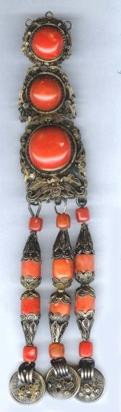 Mongolian earring gilt with large coral