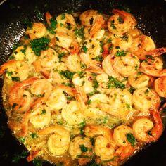 Sautéed garlic shrimp in a lemon white wine sauce!