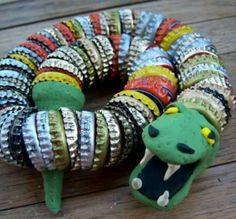 Serpente fatto con tappi