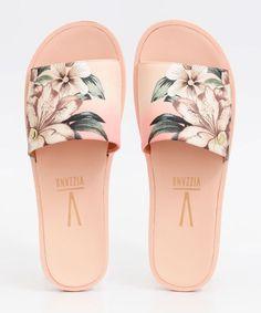 Trendy Sandals, Cute Sandals, Shoes Sandals, Pretty Shoes, Cute Shoes, Sandals Outfit Summer, Sneakers Fashion, Fashion Shoes, Cute Slippers