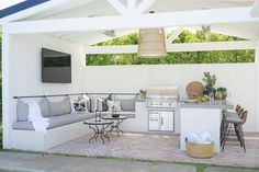 Before & After: California Backyard Remodel Outdoor Kitchen Patio, Outdoor Kitchen Countertops, Outdoor Kitchen Design, Outdoor Rooms, Outdoor Kitchens, Outdoor Ideas, Design Grill, California Room, California Backyard