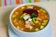 Hola amigos hoy vamos a preparar un delicioso Caldo Tlalpeño, una receta de nuestro mexico, hecho a base de consomé de pollo, pollo deshebrado
