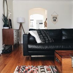 47 Popular Living Room Decor Ideas With Black Sofa 47 Popular Living Room Decor Ideas With Black Sofa––November an easy or dull-looking living space, you can get Black Leather Sofa Living Room, Black Sofa Living Room Decor, Black Leather Sofas, Living Room Sofa, Living Spaces, Black Couch Decor, Black Couches, White Decor, Small Living