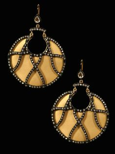 From the London Jewelers Collection. 18kt Lattice Diamond earrings. Beautiful.