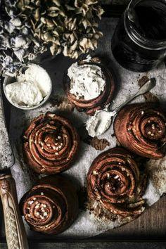 pretzel cinnamon rolls from izy hossacks from top with cinnamon - twigg studios Brunch Recipes, Sweet Recipes, Breakfast Recipes, Dessert Recipes, Top With Cinnamon, Cinnamon Rolls, Love Food, Baking Recipes, Food Photography