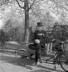 Emmy Andriesse, Undertaker, Amsterdam, February 1945.
