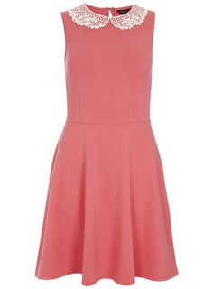 Wassermelonenfarbenes Kleid mit Spitzenkragen