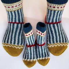 Once again I was allowed to change my # knit. The mini-Soxx are especially fun for the grand Diy Crochet And Knitting, Knit Mittens, Crochet Slippers, Knitting Socks, Knitting Designs, Knitting Patterns, Crochet Patterns, Knit Shoes, Patterned Socks