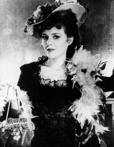 Madeline Kahn in feathers