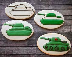 Мой конвейер! #имбирныепряники #имбирныепряникиназаказ #краснодар #подарокна23февраля #имбирныйпряник #ялюблюсвоюработу Camo Cookies, Bird Cookies, Fancy Cookies, Cut Out Cookies, How To Make Cookies, Sugar Cookie Icing, Cookie Frosting, Royal Icing Cookies, Sugar Cookies