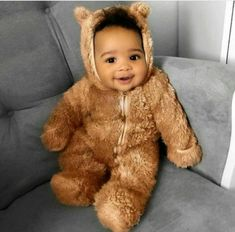 Adorable Baby Halloween costumes that will make you go awww. There's something so fun about adorable babies in Halloween costumes! These pictures of Halloween Baby Costumes are sure to make you smile. So Cute Baby, Cute Mixed Babies, Cute Black Babies, Beautiful Black Babies, Baby Kind, Pretty Baby, Cute Baby Clothes, Cute Kids, Cute Babies