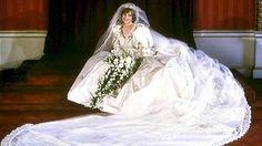 An ihrem großen Tag (29. Juli '81) trug Lady Di ein prachtvolles Kleid mit Rüschchendetails von David und Elizabeth Emanuel.