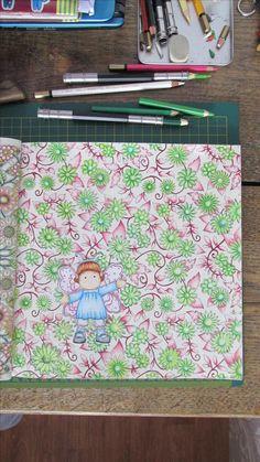"""Kwitnaca kwiaty w pełnym humoru.  Ksiazka """"tajemny ogrod""""  Kredki mondeluza Stempel magnolia Pozdrawiamy  ;)"""