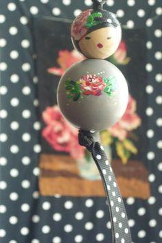~Beschilderde houten kralen-popje~